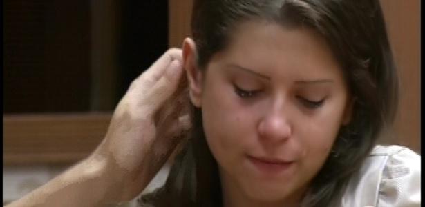 20.fev.2013 - Depois foi a vez de Andressa cair no choro e precisar ser consolada por Nasser