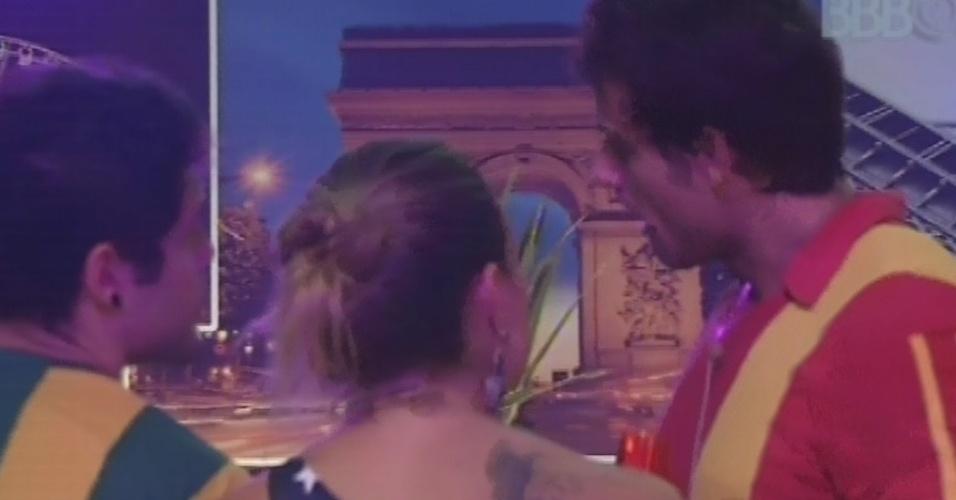 20.fev.2013 - Eliéser reclama de Kamilla para Natália e Nasser
