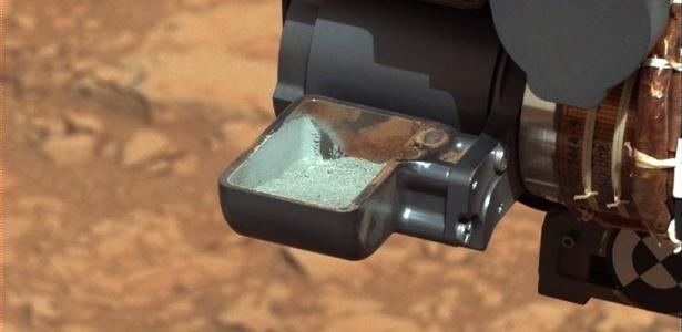 Curiosity revela a primeira amostra de rocha em pó extraída na perfuração do solo de Marte - Nasa/Reuters