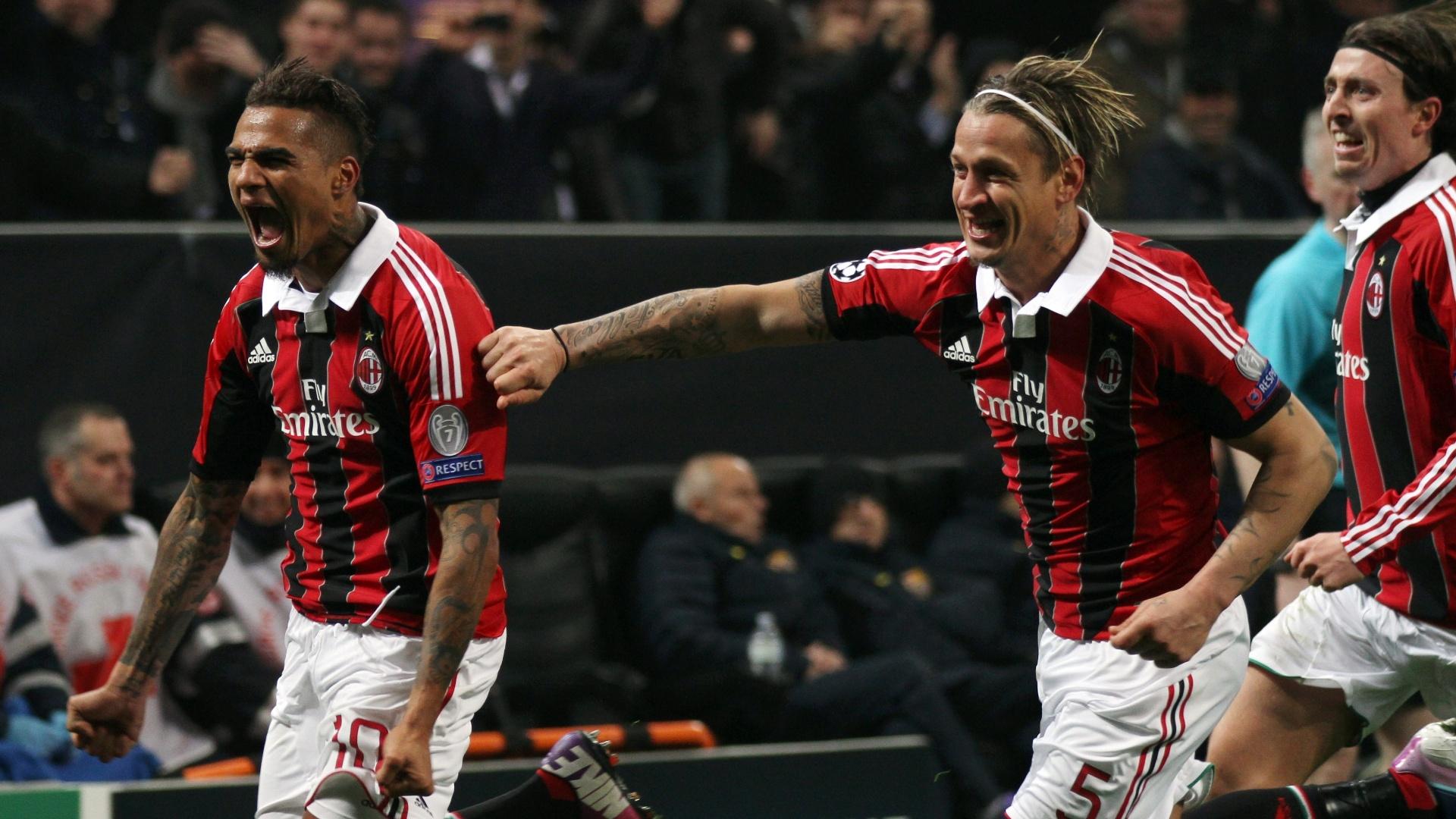 20.fev.2013 - Jogadores do Milan comemora gol de Boateng (à frente) contra o Barcelona
