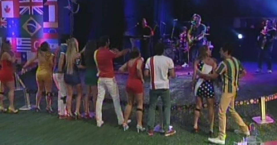 """20.fev.2013 - Michel Teló se apresenta no """"BBB13"""". O sertanejo abriu o show com """"Humilde Residência"""" e """"Ai Se Eu Te Pego"""""""