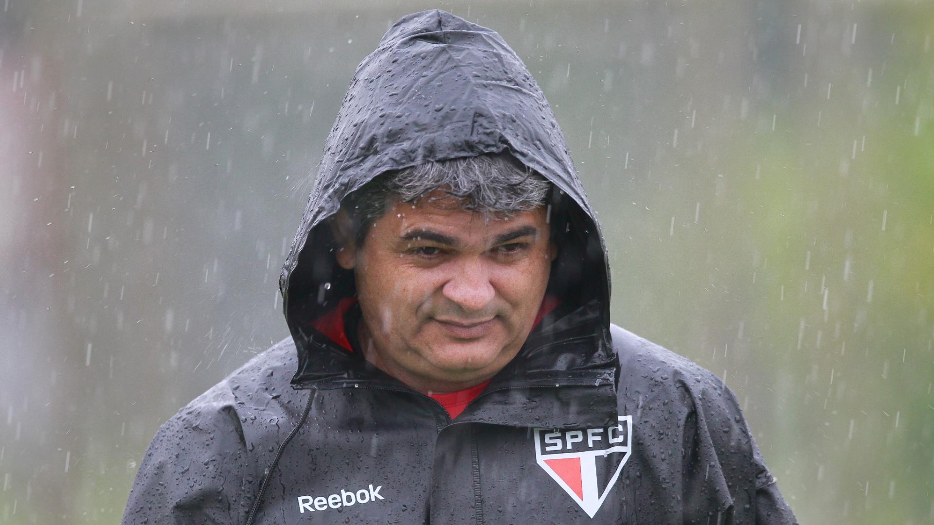 27/11/2012 - Ney Franco comanda treino do São Paulo debaixo de chuva