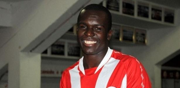O atacante Jones Carioca foi contratado pelo Náutico até dezembro de 2013