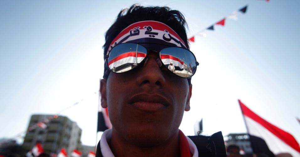 21.fev.2013 - Apoiadores do presidente Abd-Rabbu Mansour Hadi fazem uma manifestação para marcar o primeiro aniversário de sua eleição, na cidade de Aden. No final de 2010 o Iêmen depôs o presidente Ali Abdullah Saleh, há 32 anos no poder, no bojo do movimento conhecido como Primavera Árabe