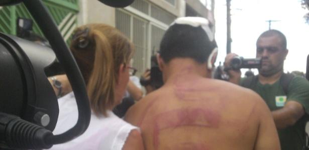 Funcionário mantido refém por internos da Fundação Casa deixa local após ser liberado com fim da rebelião - Thiago Varella/UOL