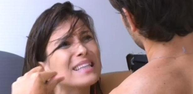 21.fev.2013 - Kamilla e Eliéser brigam feio após bebedeira da sister