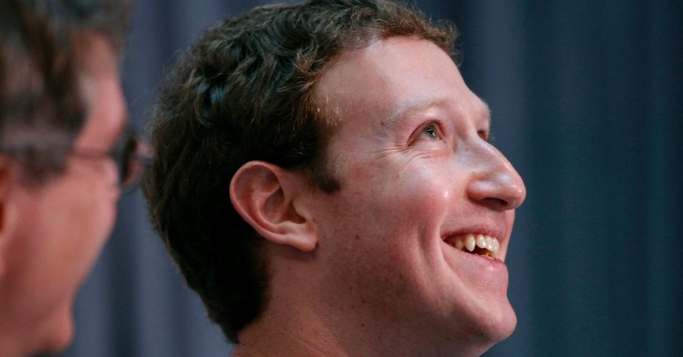 21.fev.2013 - Mark Zuckerberg, fundador da rede social Facebook, anunciou a criação do 'Breakthrough Prize in Life Sciences', que vai premiar 11 cientistas com US$ 3 milhões cada (cerca de R$ 5,91 milhões). O prêmio milionário - que foi criado em conjunto com Sergey Brin, fundador do site Google, e Yuri Milner, investido russo - vai ser dado apenas a pesquisas científicas que buscam prolongar a vida humana