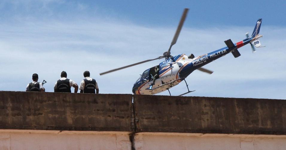 21.fev.2013 - Rebelião no Presidio de Nelson Hungria na manhã desta quinta-feira (21), em Ribeirão das Neves (MG). Os presos mantêm dois reféns