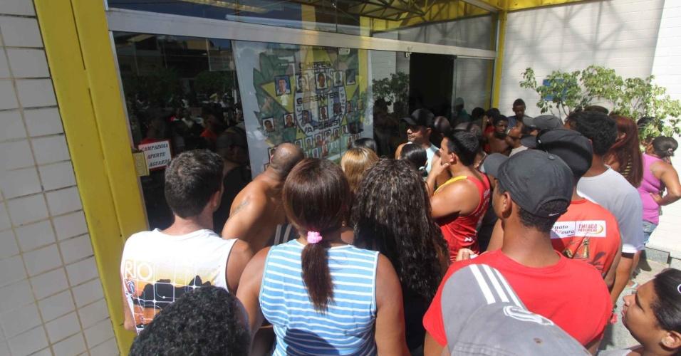 """21.fev.2013 - Vinte e três pessoas foram detidas na """"Operação Apocalipse"""", deflagrada por várias delegacias do Estado do Rio de Janeiro, que tinha o objetivo de cumprir 30 mandados de prisão e 50 de busca e apreensão, em São Fidélis (RJ)"""