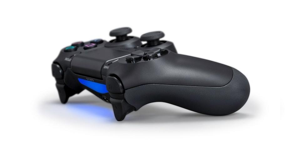 Controle DualShock 4 traz mudanças significativas para o tradicional joystick da Sony.