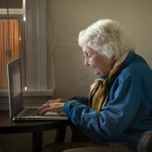 Pessoas acima de 65 anos que usam o Facebook têm um desempenho melhor em testes cognitivos do que as que não têm um perfil no site - Gety Images