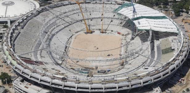Cobertura do Maracanã é colocada em uma das etapas finais da obra para a Copa