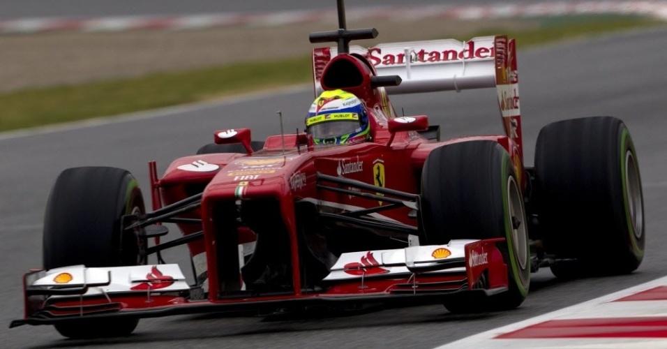 22.fev.2013 - Felipe Massa teve dificuldades durante o treino realizado pela manhã no circuito de Barcelona