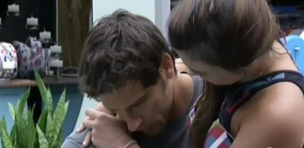 22.fev.2013 - Kamilla e Eliéser conversam sobre relacionamento e o brother decide não continuar