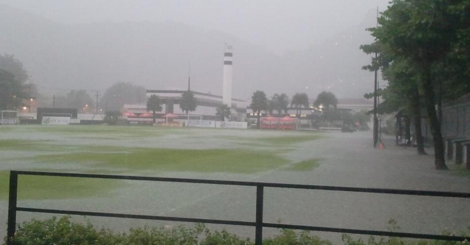 CT do Santos alagado após forte chuva