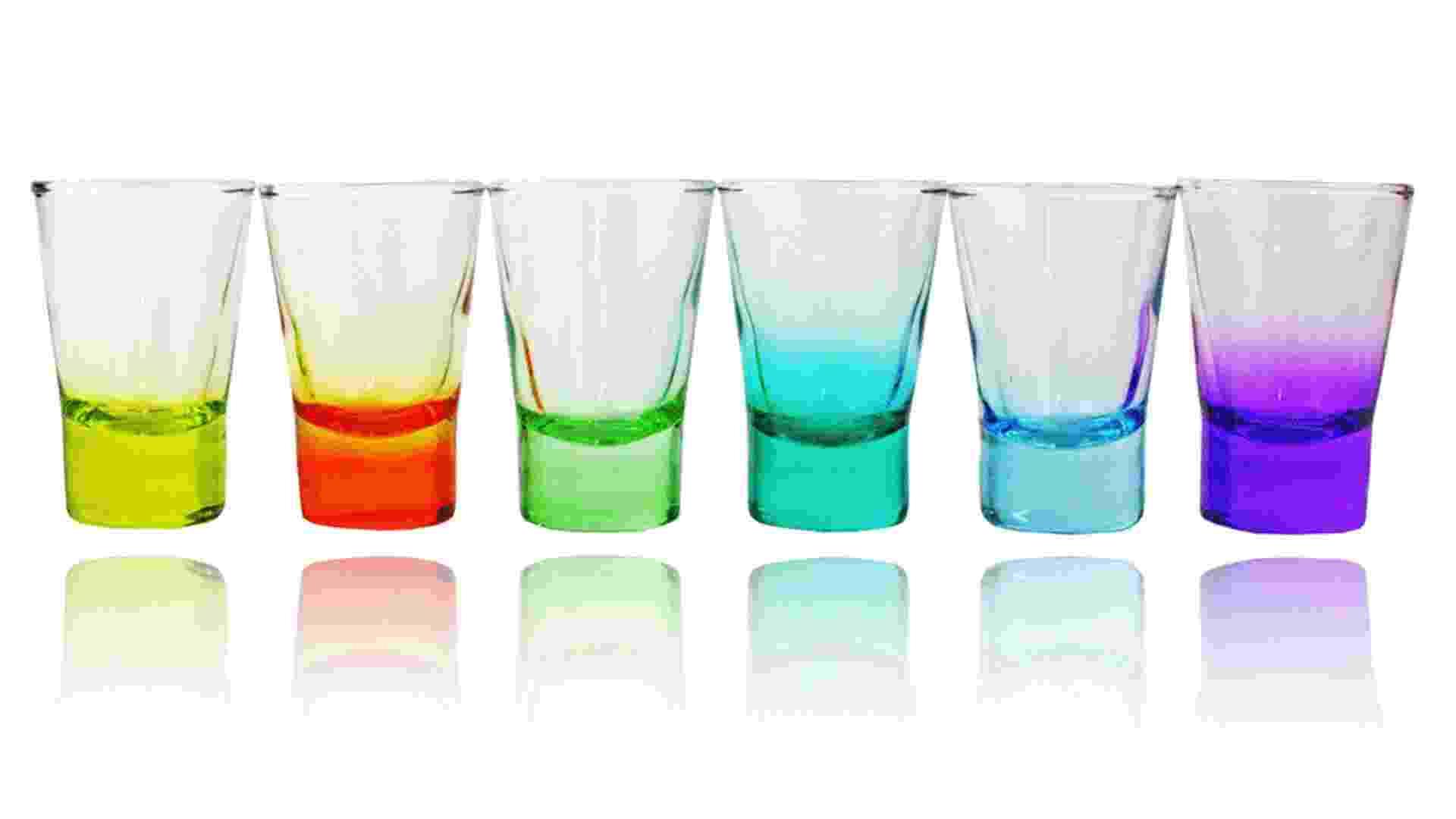 Feitos de vidro, o jogo de copos shot Color, da marca Von Dentz, é vendido na Camicado (www.camicado.com.br) por R$ 49,90 (o conjunto com seis unidades) I Preços pesquisados em fevereiro de 2013 e sujeitos a alterações - Divulgação
