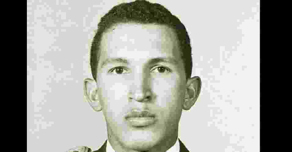Fotos antigas de Chávez, divulgadas pela TV Iguana - Reprodução/TV Iguana