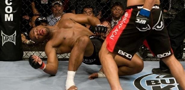 Rashad Evans foi duramente nocauteado na luta contra Lyoto Machida - UFC/Divulgação
