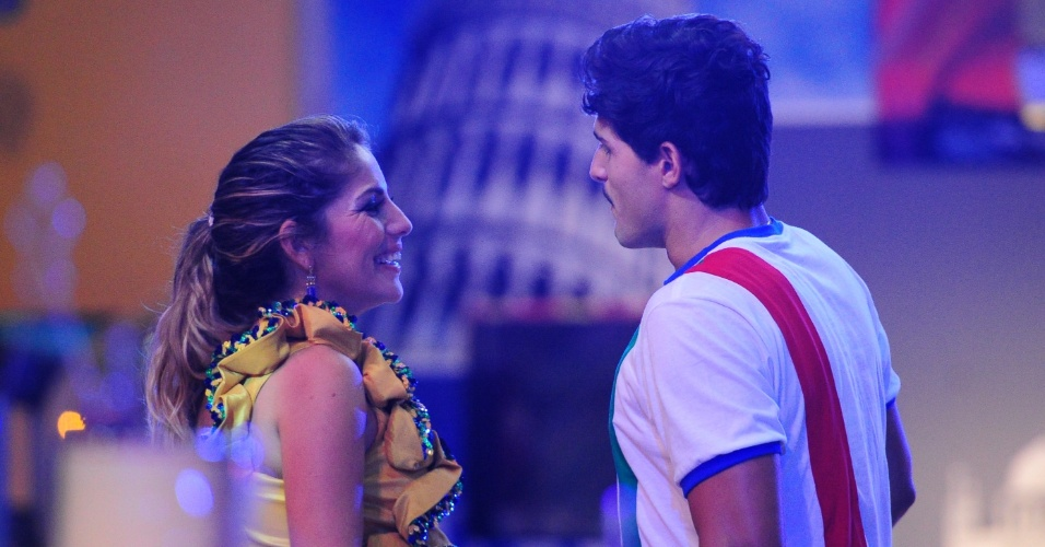 21.fev.2013 - Anamara e André conversam durante a festa