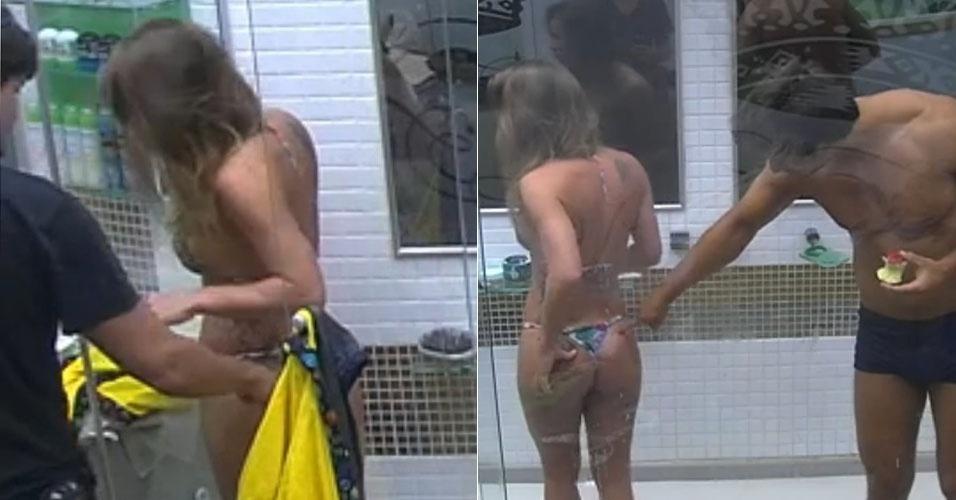 23.fev.2013 - André e Eliéser cutucam bumbum de Natália para ver resultado de malhação