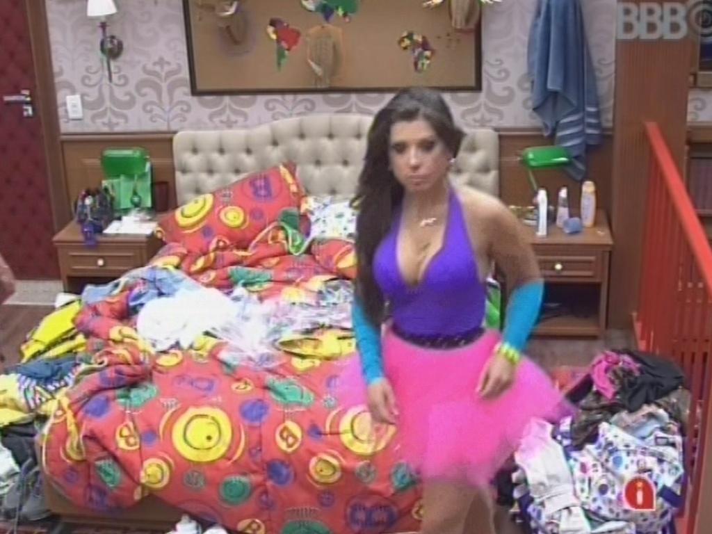 23.fev.2013 - Andressa mostra roupa colorida que usaré na festa deste sábado
