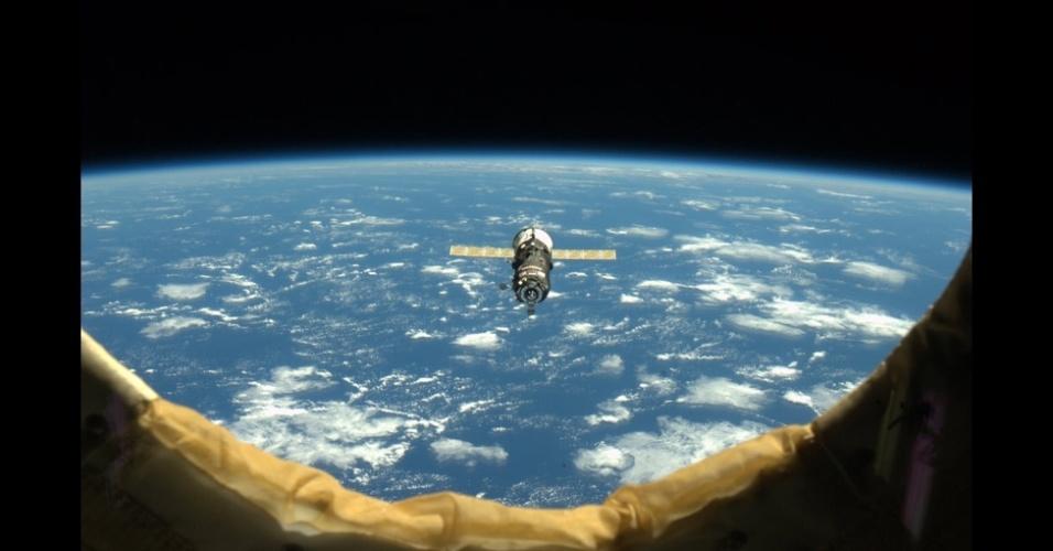 23.fev.2013 - Astronauta canadense Chris Hadfield compartilha fotos e experiências sobre a vida dentro da Estação Espacial Internacional