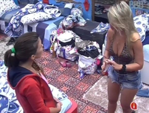 23.fev.2013 - Fernanda fala para Kamilla que não merecia ouvir algumas coisas da miss