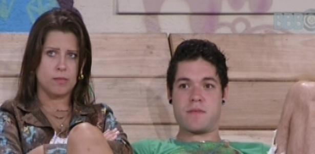 23.fev.2013 - Nasser e Andressa conversam sobre problemas de Kamilla dentro do confinamento