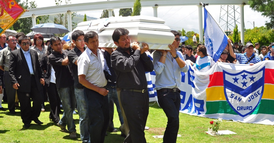 O corpo de Kevin Espada foi sepultado neste sábado (23) no Cemitério Parque de las Memorias, em Cochabamba, no oeste da Bolívia