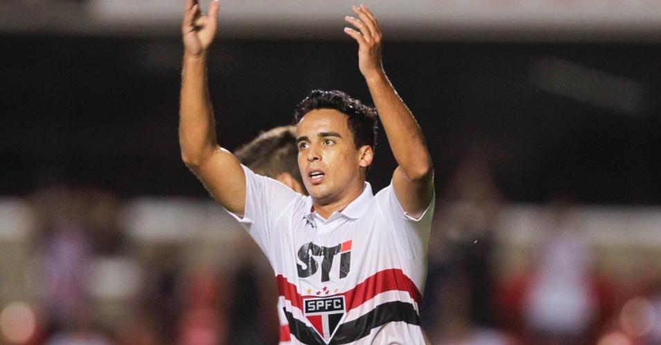 23.fev.2013 - Jadson comemora depois de abrir o marcador para o São Paulo contra o Linense pelo Campeonato Paulista