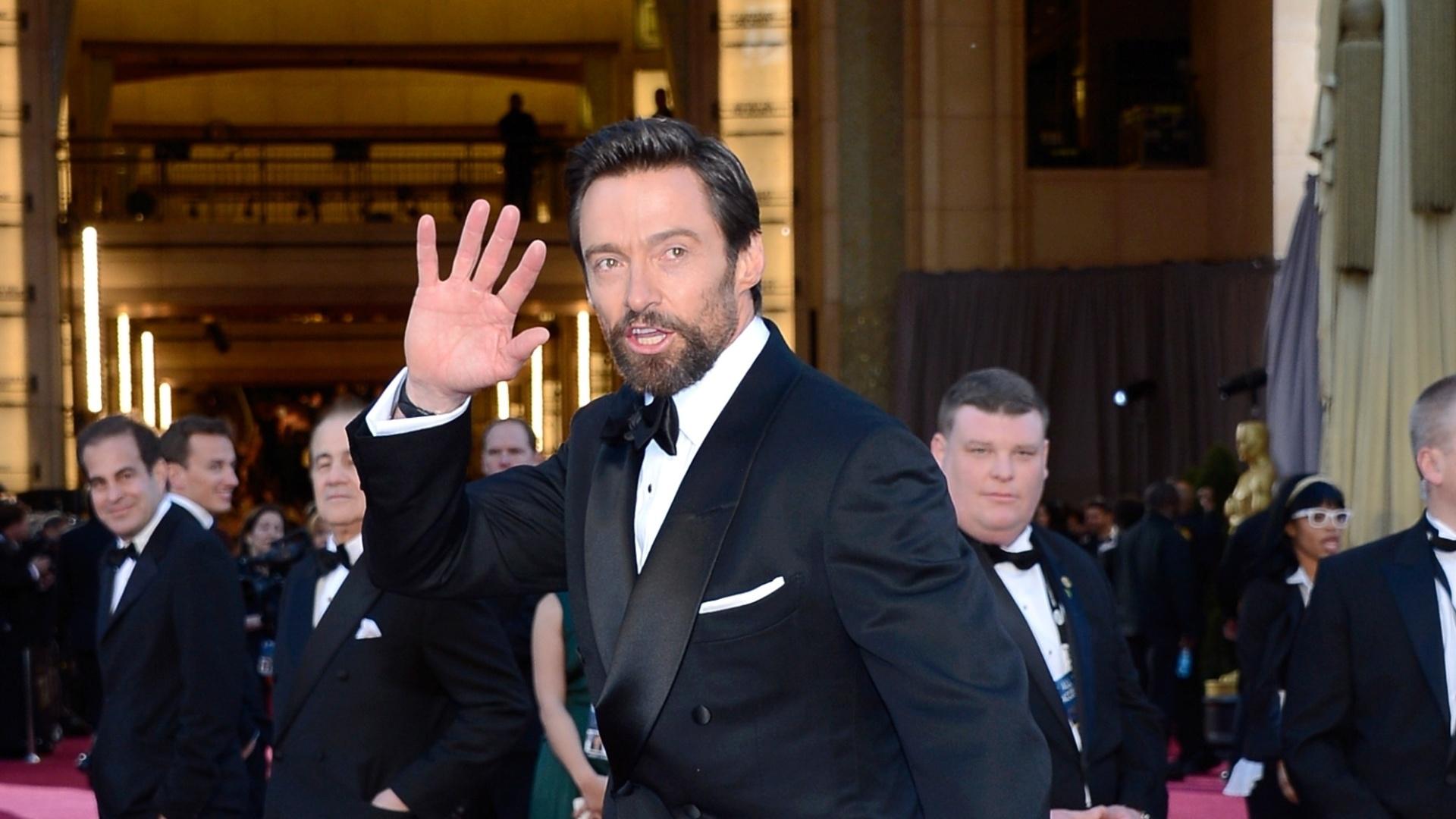 24.fev.2013 - Hugh Jackman acena para o público antes da premiação