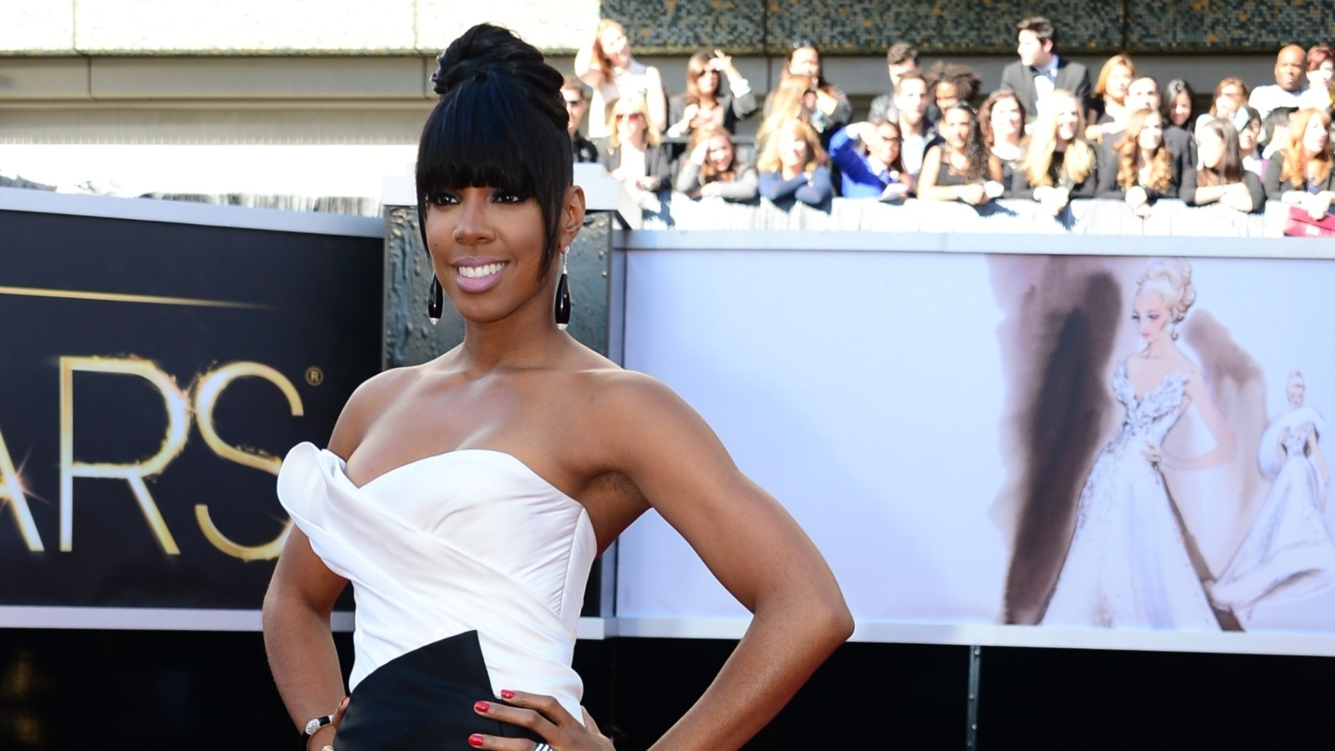 24.fev.2013 - Kelly Rowland, ex-Destiny's Child, no tapete vermelho do Oscar 2013