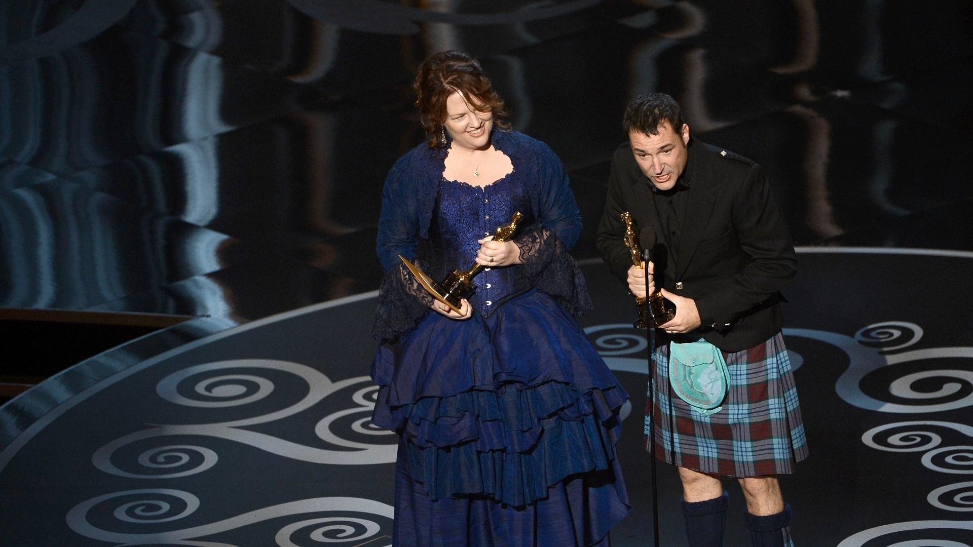 24.fev.2013 - Os diretores Brenda Chapman e Mark Andrews, da Pixar, recebem o prêmio de Melhor Animação por