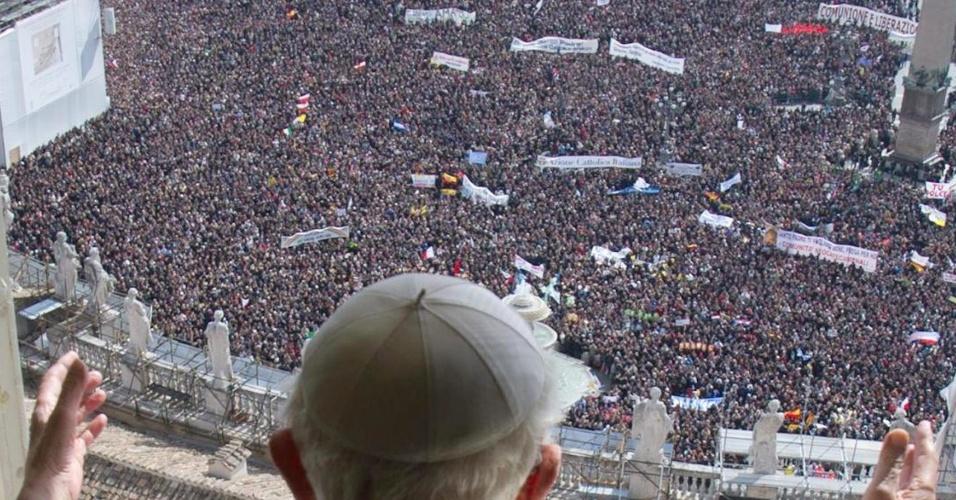24.fev.2013 - Papa Bento 16 celebra sua última oração dominical, no Vaticano, antes da renúncia marcada para 28 de fevereiro