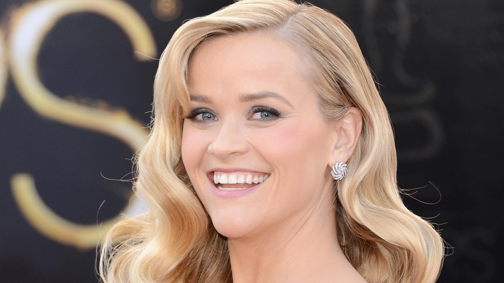 24.fev.2013 - Reese Witherspoon no tapete vermelho do Oscar 2013