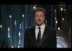 Liam Neeson sobe ao palco para comentar os indicados na categoria de melhor filme