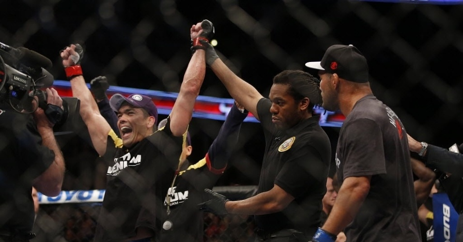 Lyoto Machida levou a melhor na luta contra Dan Henderson, pelo UFC 157