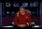 O comediante William Shatner brinca que veio do futuro para impedir que MacFarlane seja o pior apresentador de todos os tempos