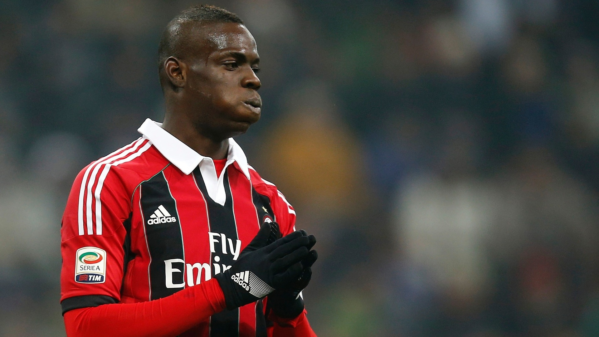 24.fev.2013 - Balotelli lamenta chance perdida no empate entre Milan e Inter de Milão por 1 a 1