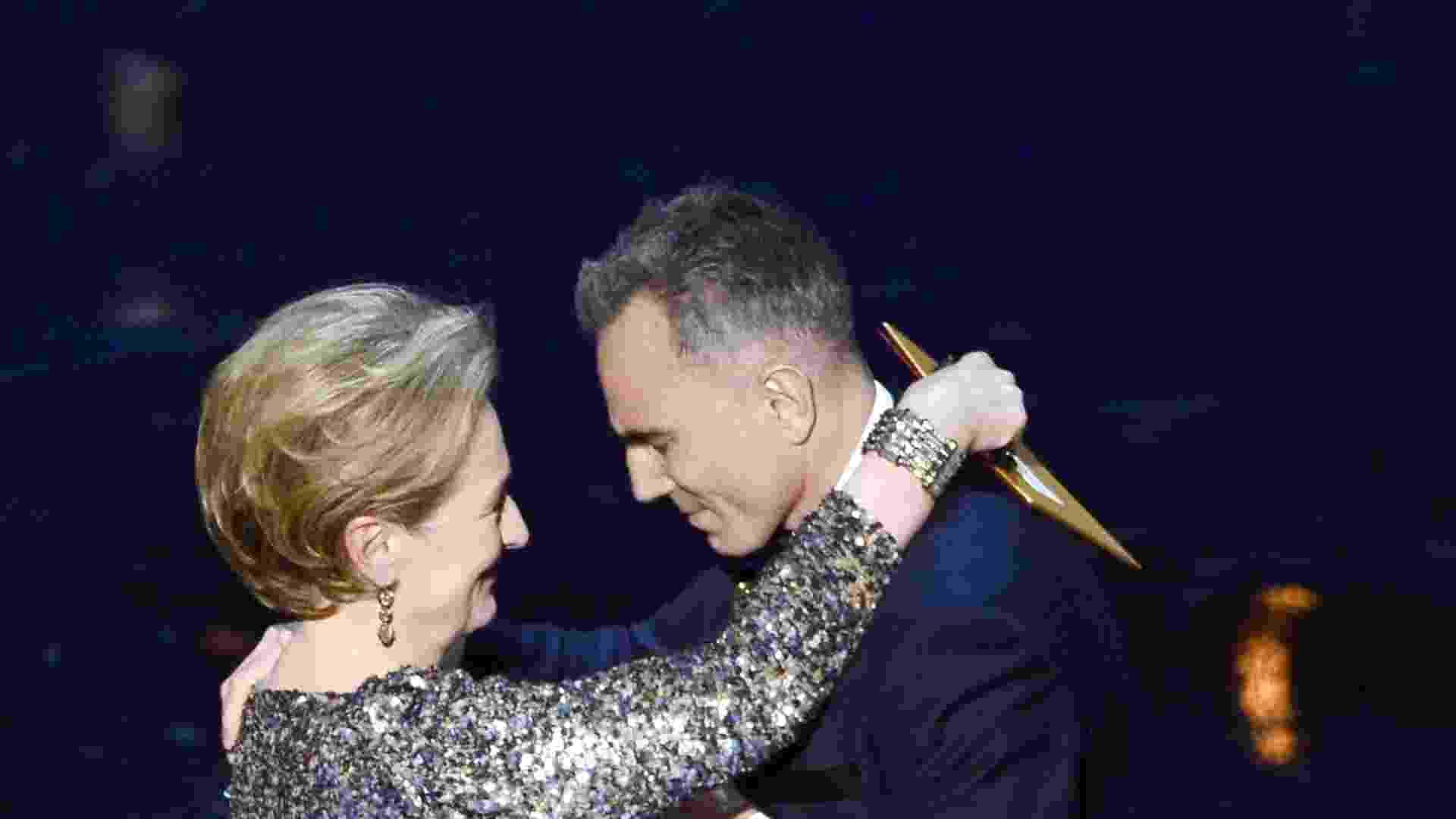 24.fev.2013 - Muito emocionado, Daniel Day-Lewis agradeceu Meryl Streep, o diretor Steven Spielberg e sua mulher - Getty Images