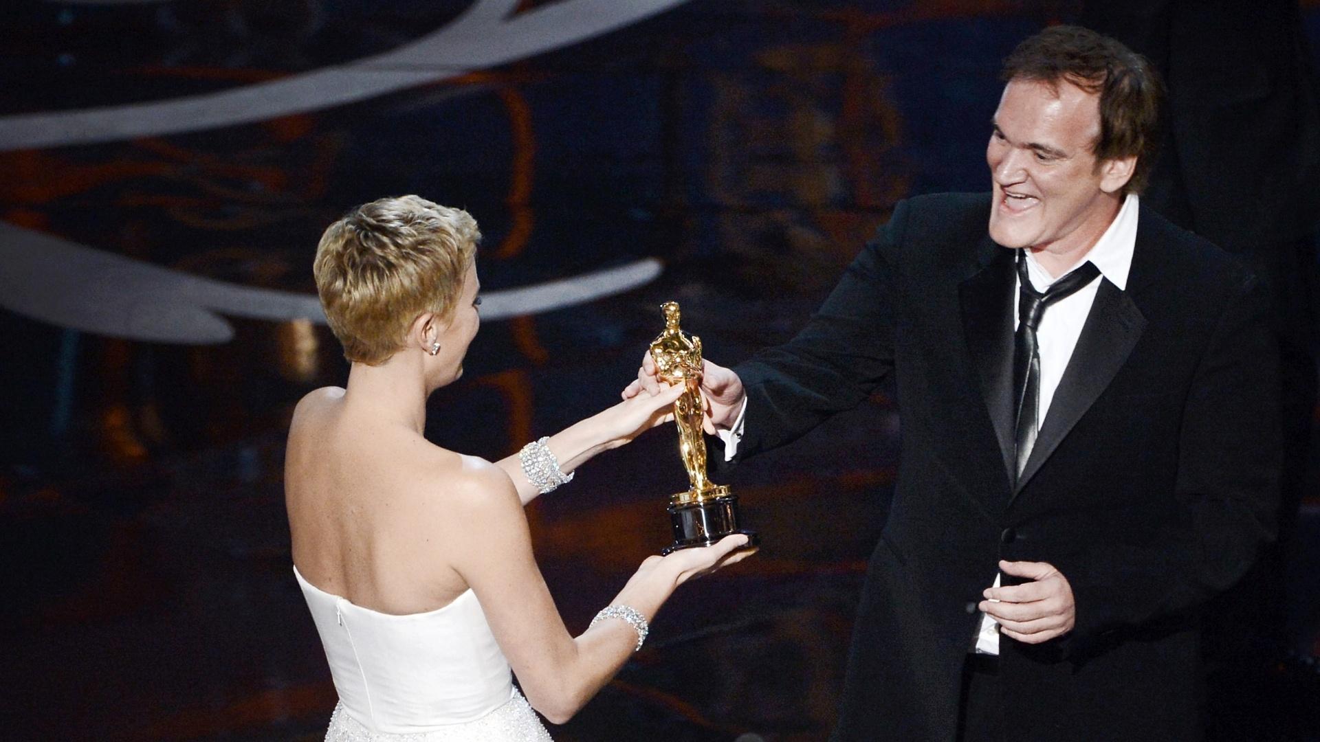 24.fev.2013 - Quentin Tarantino ganha o prêmio de Melhor Roteiro Original por