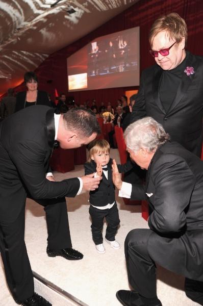 24.fev.2013 - Zachary, o filho de dois anos de Elton John e David Furnish, circula pela festa promovida pelo cantor em Los Angeles após a cerimônia do Oscar