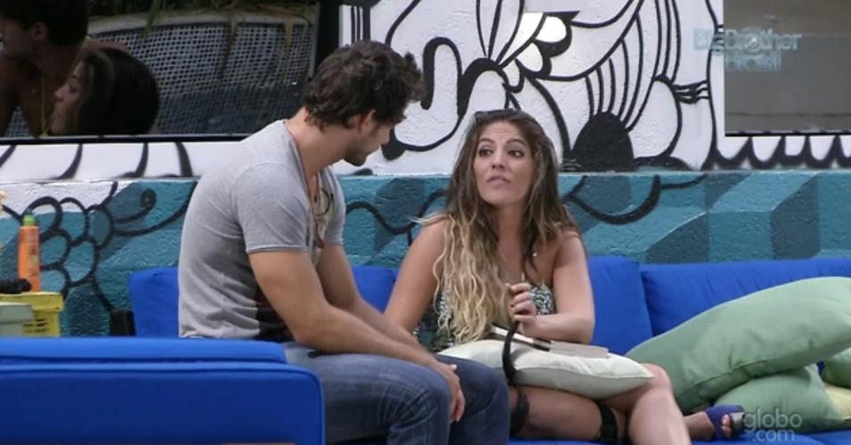25.fev.2013 - Anamara fala para Eliéser que espera que o brother fique na casa