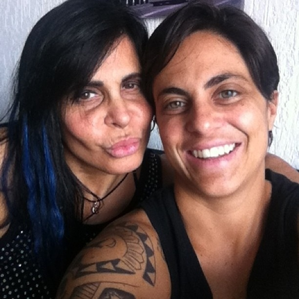 25.fev.2013 - Thammy recebe a visita da mãe, Gretchen
