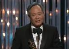 """Aplaudido de pé, Ang Lee recebe o prêmio de melhor diretor por """"Aventuras de Pi"""""""