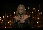 Barbra Streisand canta uma homenagem póstuma para os artistas