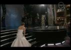Jennifer Lawrence caiu na escada do palco na hora de receber o prêmio de melhor atriz