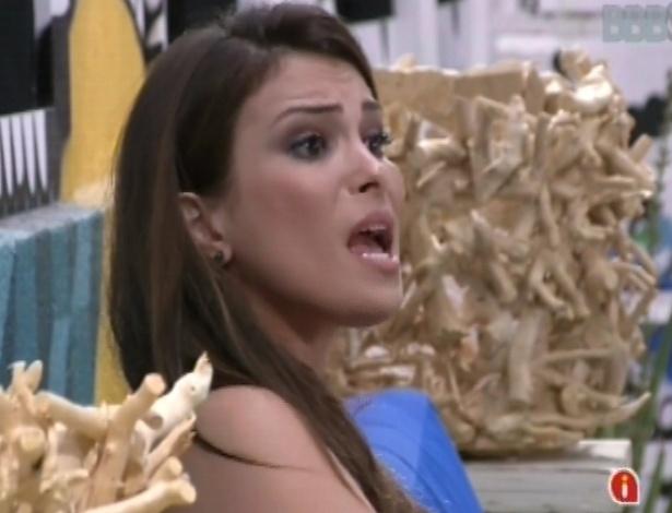 Kamilla discute com  Fernanda após formação do paredão