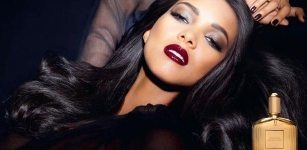 Lais Ribeiro estrela a campanha do perfume Sahara Noir, de Tom Ford. - Reprodução