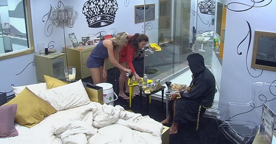 26.fev.2013 - Kamilla, Fernanda e André aproveitam regalias do quarto do líder